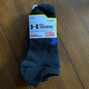 NWT 6 Pairs Under Armour Logo Women's Black Socks